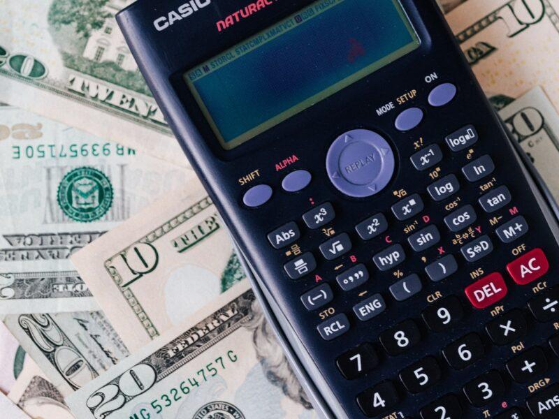 Hvordan finder jeg ud af, hvilket regnskabsprogram jeg skal vælge?